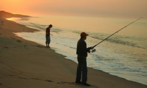 1280px-fishing_south_beach_-_early_morning_low_tide_-_katama_during_fishing_derby_on_marthas_vineyard_usa-400x240